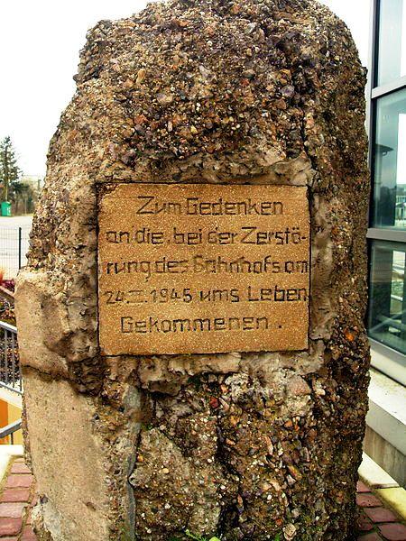 meckesheim_-_zum_gedenken_an_die_bei_zerstoerung_des_bahnhofsam_24_iii_1945_ums_leber_gekommenen