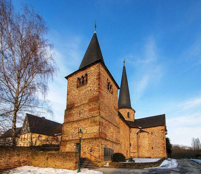 1024px-St.-Michaelskirche-2284.jpg