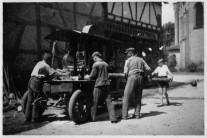 705-1939-Holzsägen-hinter-der-Kirche-2